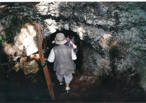 Heading into the lava tubes, Santa Cruz Island, Galapagos; Photo:MFawcett
