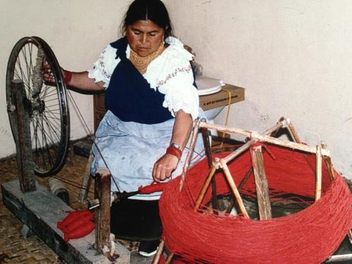 Spinning yarn, Otavalo, Ecuador; Photo:MFawcett